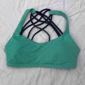 Lululemon free to be wild bra size 4